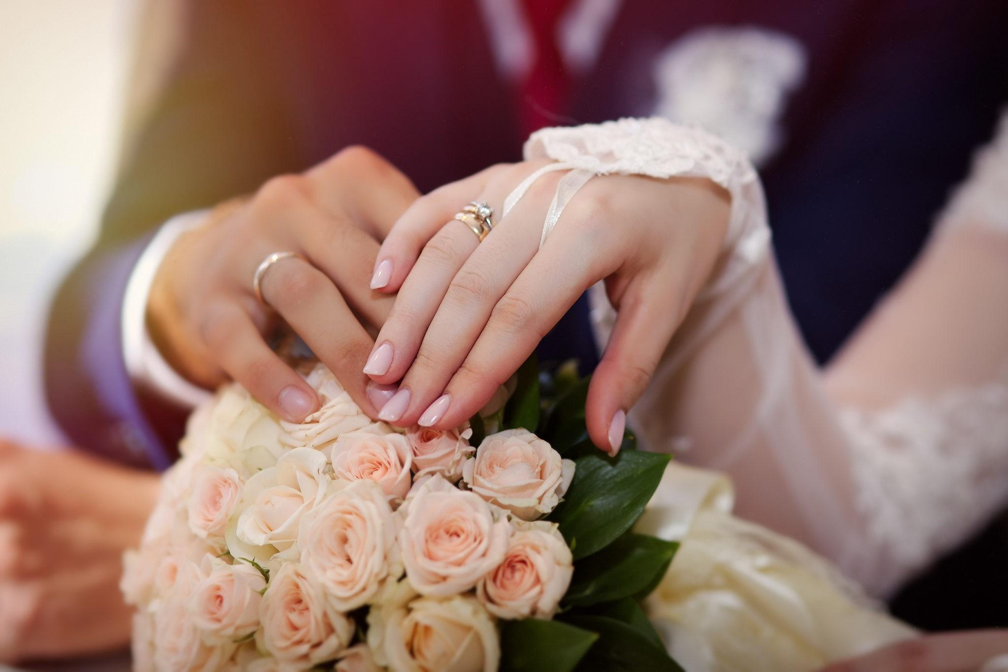 Свадебная фотосъемка в ресторане, съемка крупных планов от свадебного фотографа