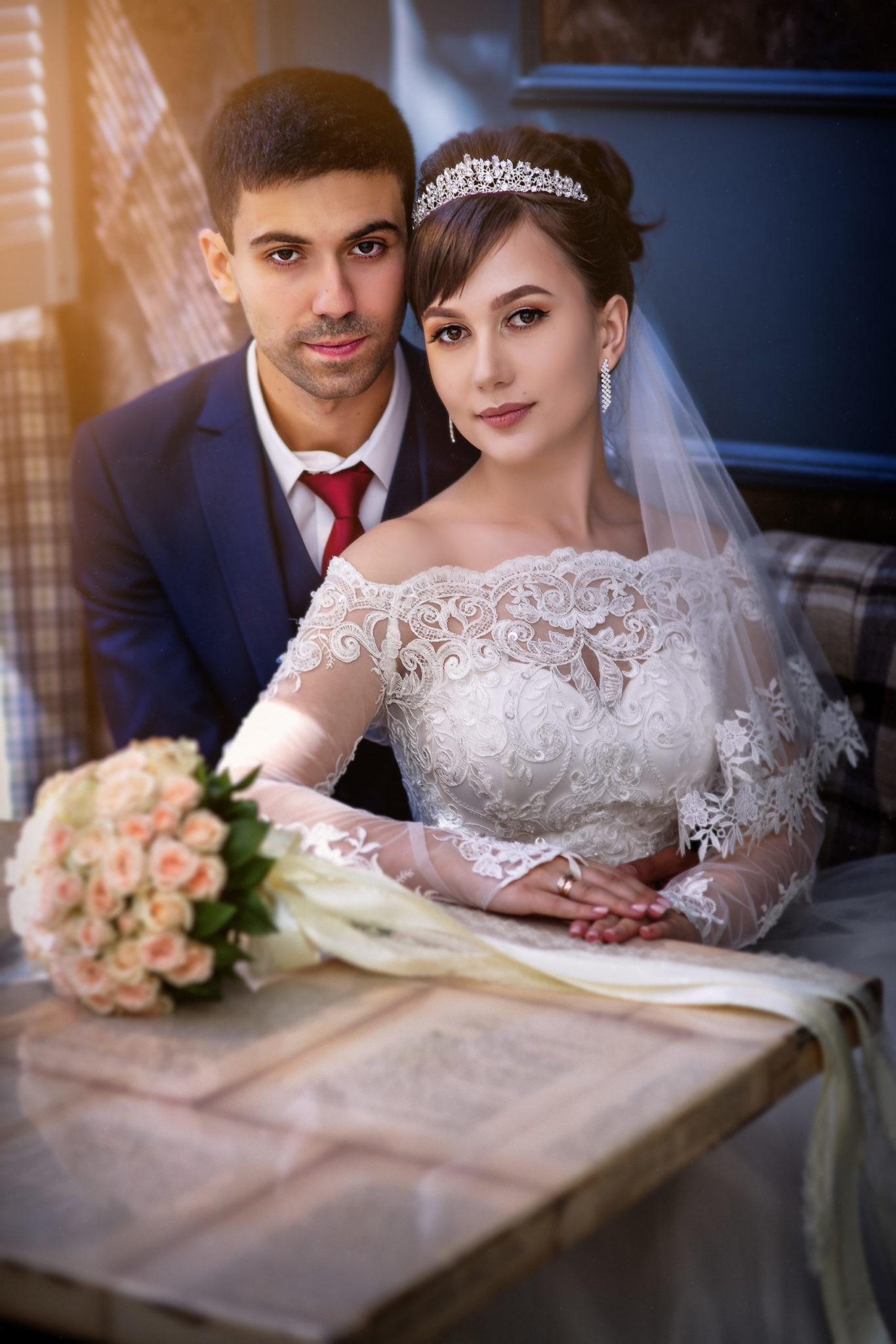 Свадебная фотосъемка в ресторане, съемка невесты и жениха от свадебного фотографа