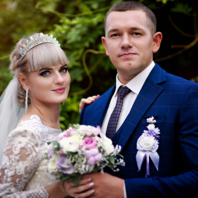 Съемка от свадебного фотографа: прогулка молодых