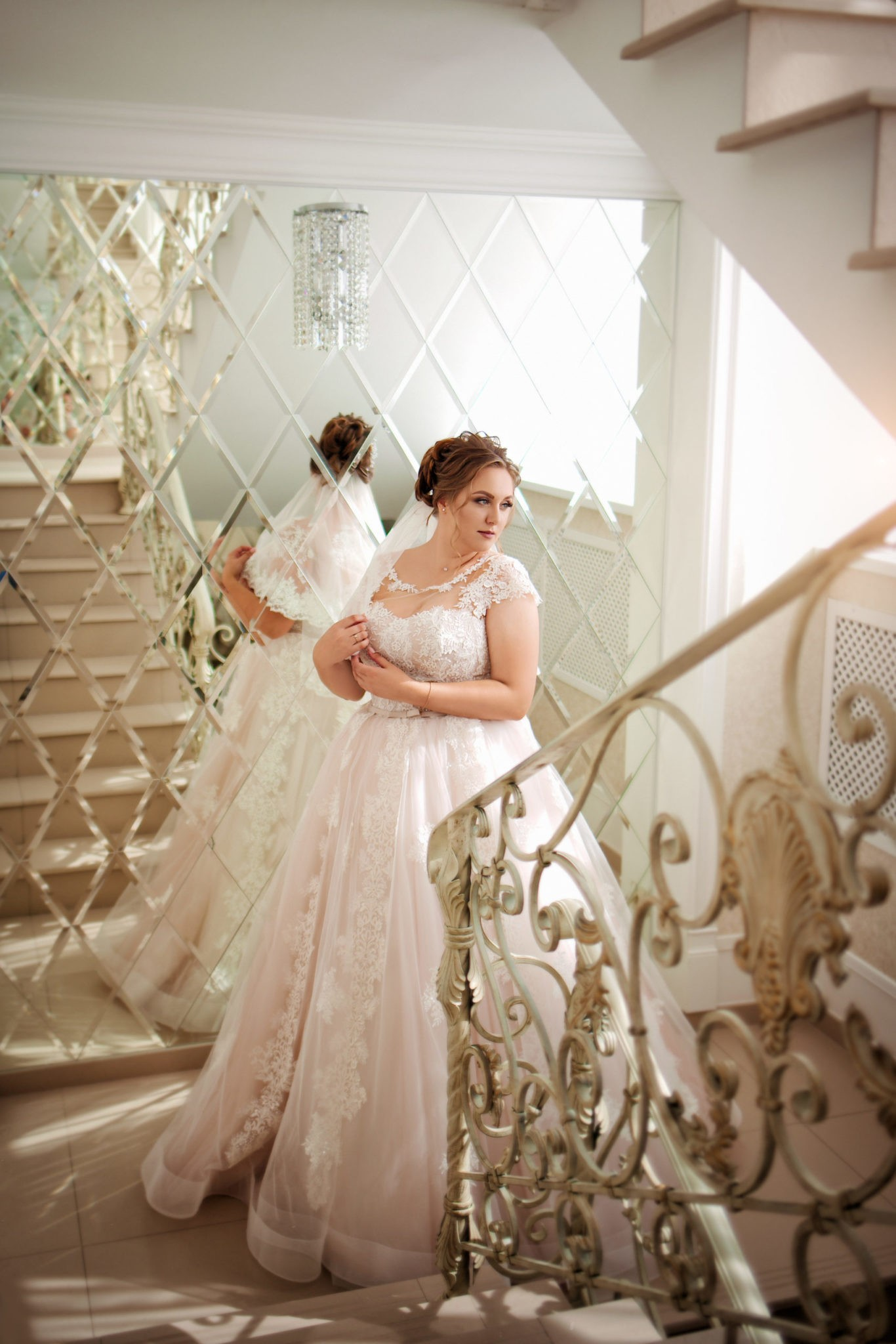 Съемка в ст. Выселки от свадебного фотографа: невеста в ожидании жениха, утро невесты