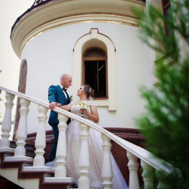 Съемка в ст. Выселки от свадебного фотографа: прогулка жениха и невесты