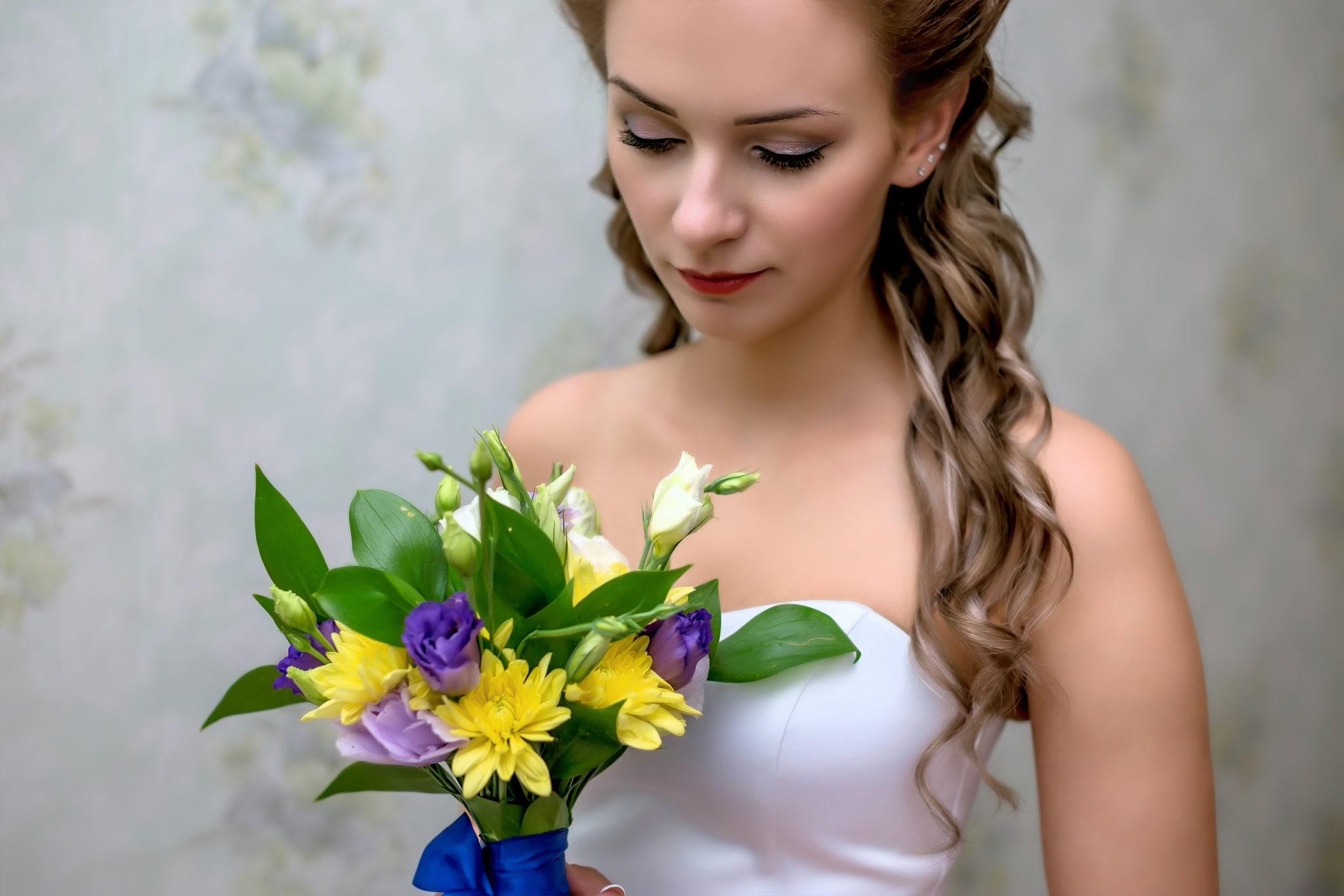 Свадебная фотосъемка, сборы невесты в деревенском стиле от свадебного фотографа