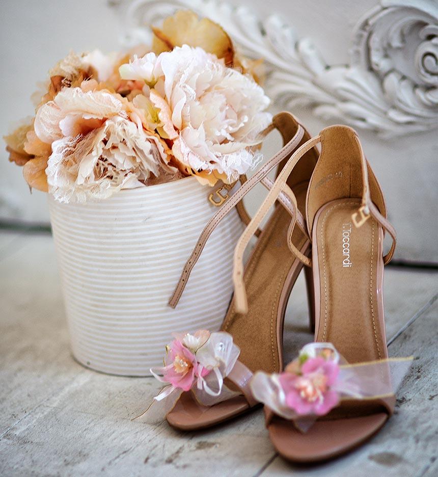 Свадебная фотосъемка: утро невесты, детали, туфли невесты