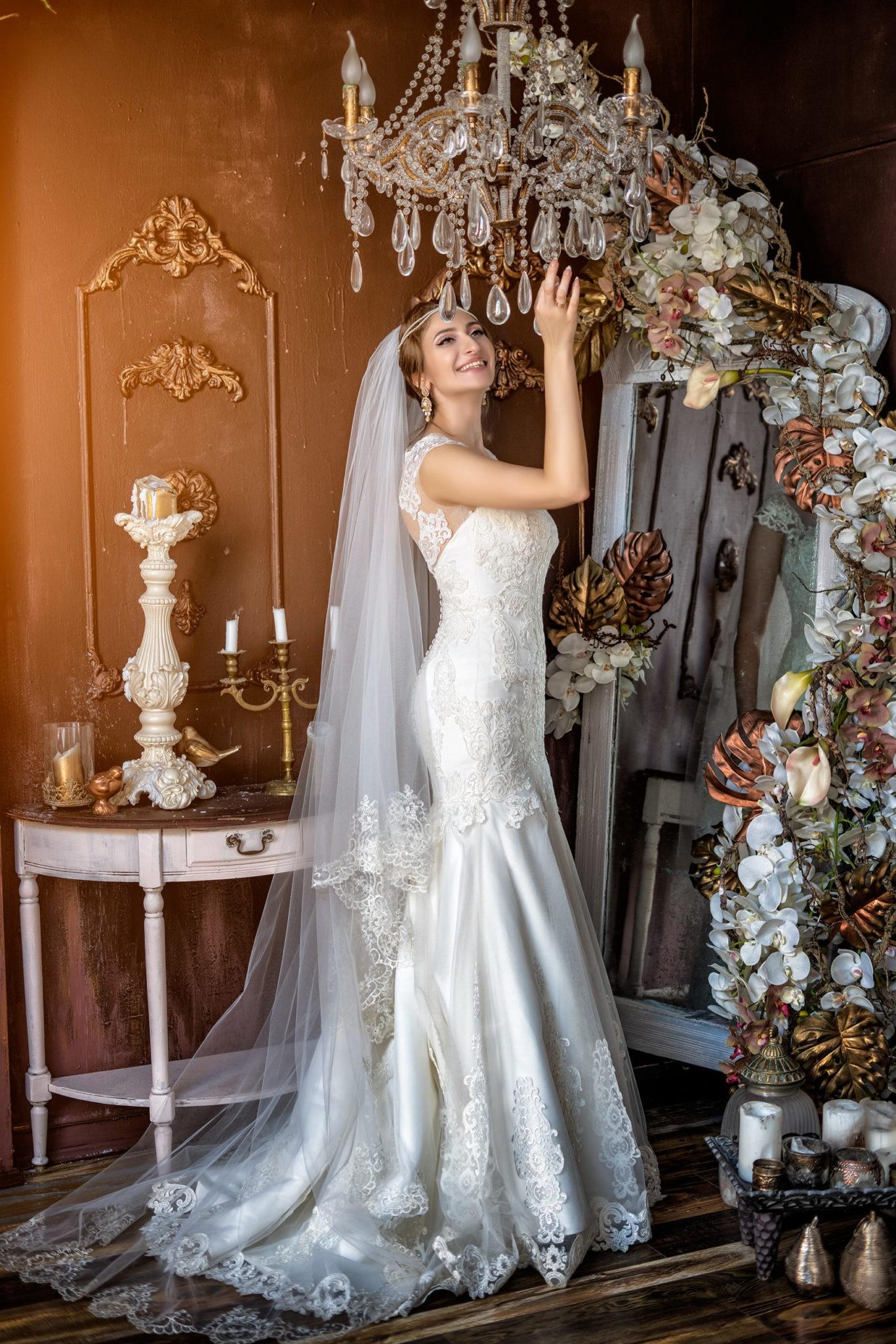 Свадебная фотосъемка от свадебного фотографа в интерьерной студии Краснодара