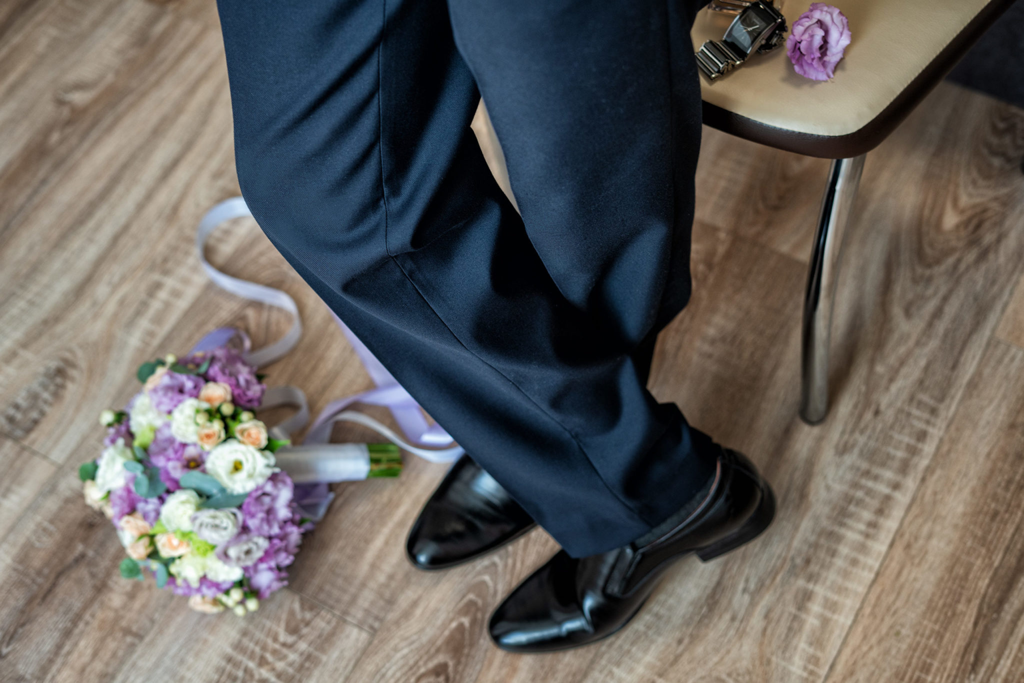 Сборы жениха, утро жениха, свадебная фотосъемка от Краснодарского фотографа