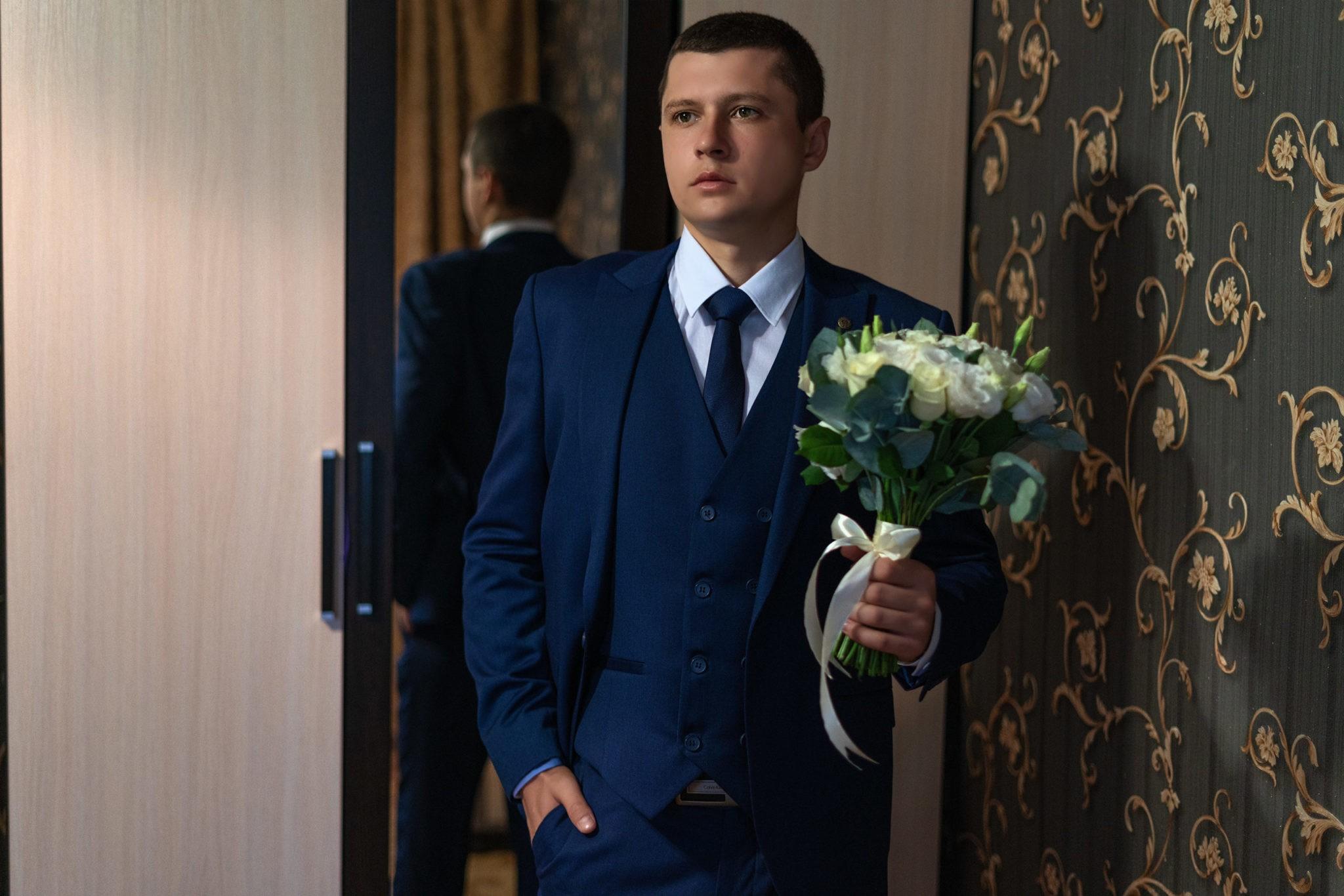 Свадебная фотосъемка в Крымске от Краснодарского свадебного фотографа:  сборы жениха