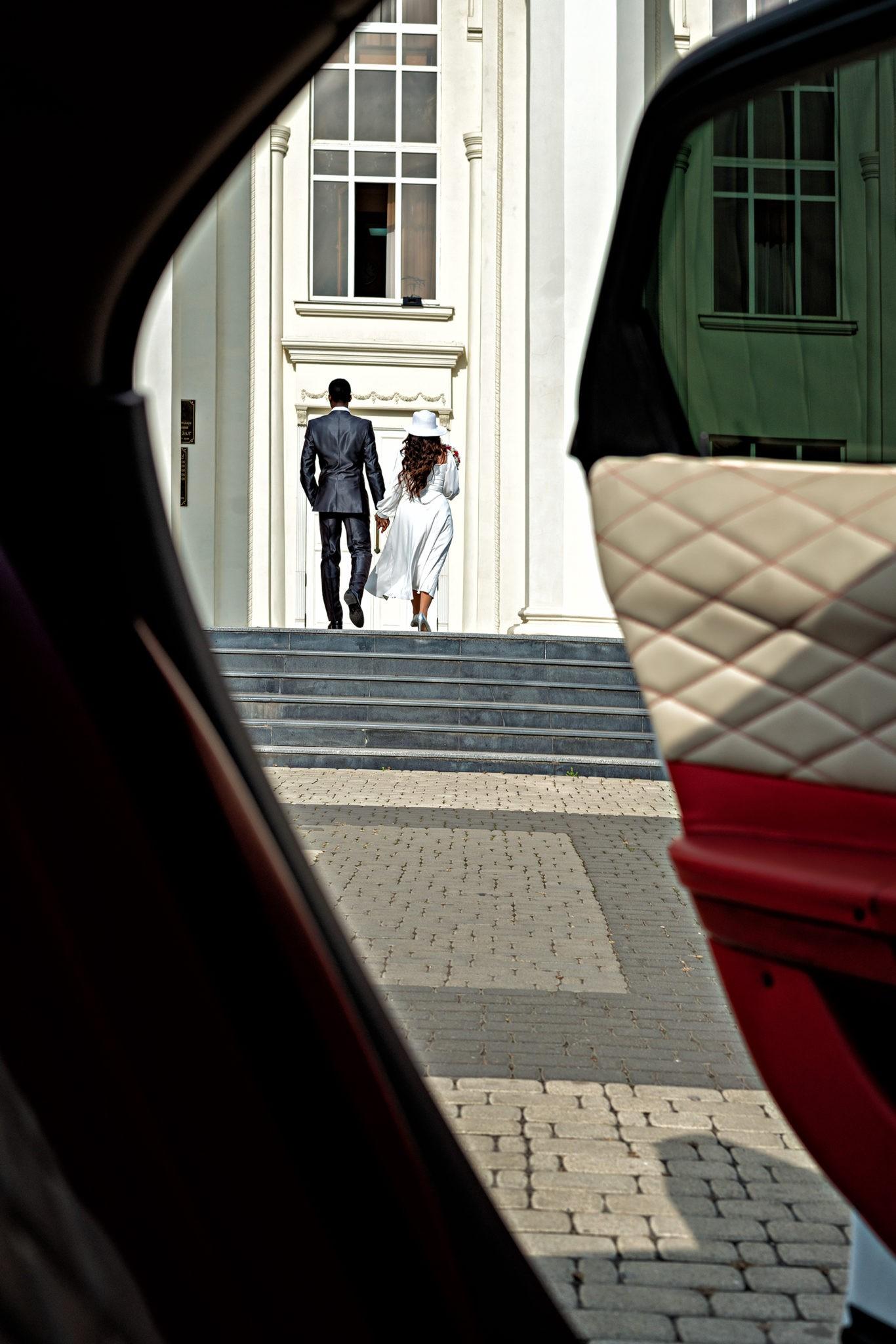Cвадебная фотосъемка в ЗАГСе Екатерининский Зал Краснодар от свадебного фотографа: парадный вход