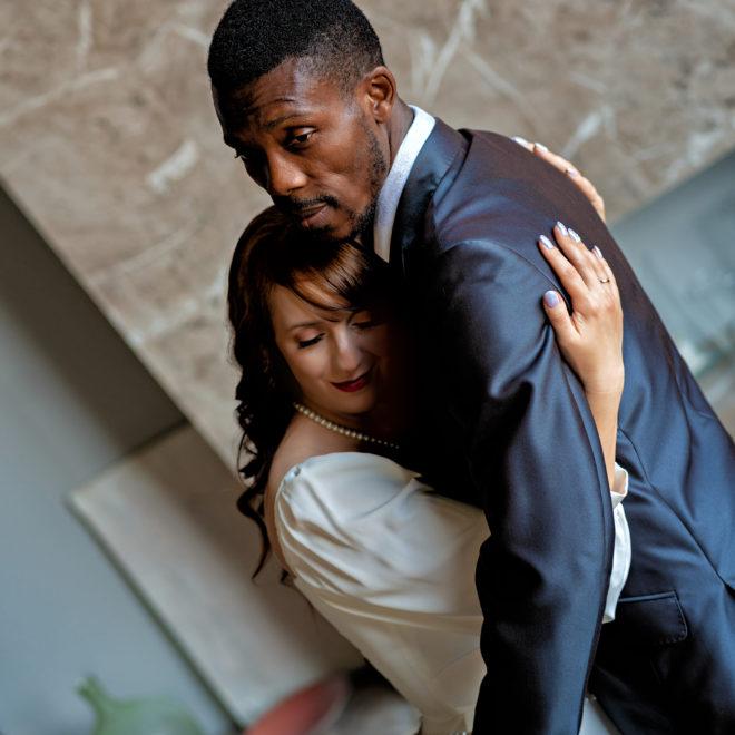 Свадебная фотосъемка от Краснодарского свадебного фотографа в интерьерной студии Краснодара