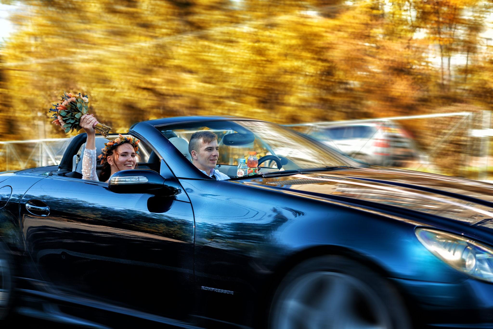 На кабриолете по Краснодару, свадебная съемка на дорогах Краснодара от свадебного фотографа