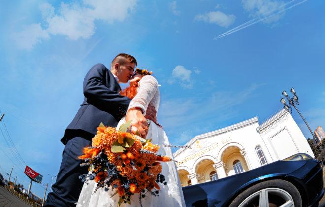 Осенняя свадебная фотосъемка у ЗАГСа Екатерининский Зал Краснодар от свадебного фотографа. Выездная и художественная свадебная фото и видеосъемка в Краснодаре и крае