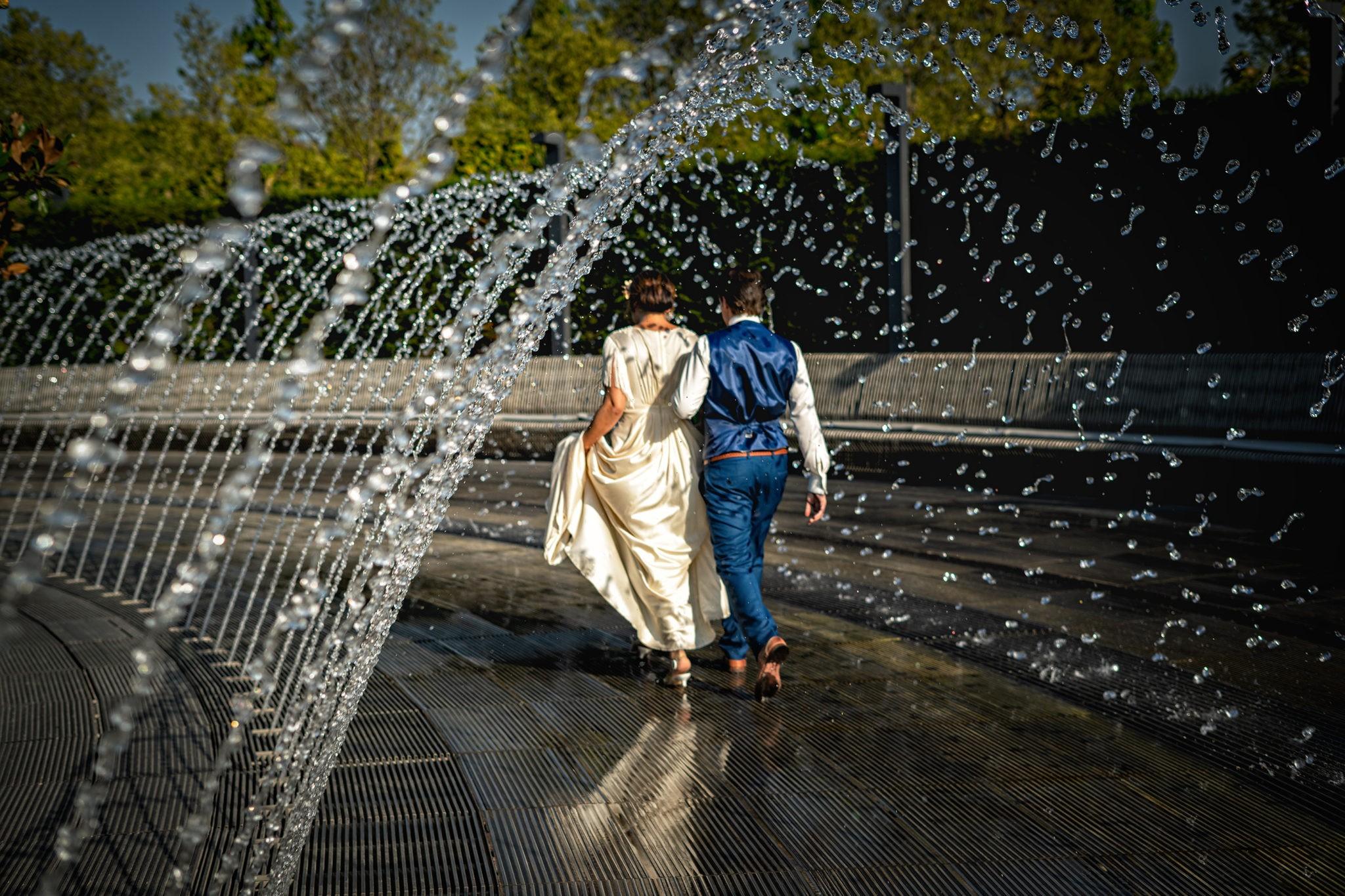 Парк Галицкого, фонтан арка, г Краснодар. Свадебная фотосъемка от Краснодарского свадебного фотографа в парке ФК Краснодар