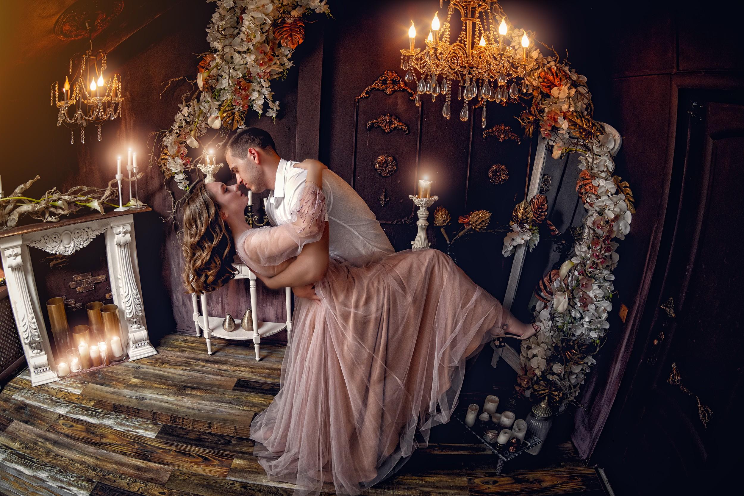 Свадебная съемка в студии Краснодара от краснодарского свадебного фотографа: яркая страсть молодых