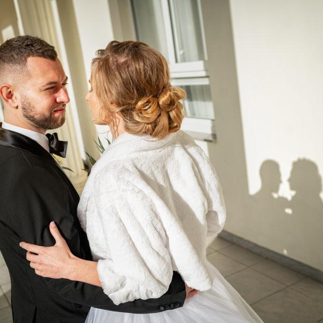 Cвадебная фотосъемка в ЗАГСе Екатерининский Зал Краснодар от свадебного фотографа. Колонны.
