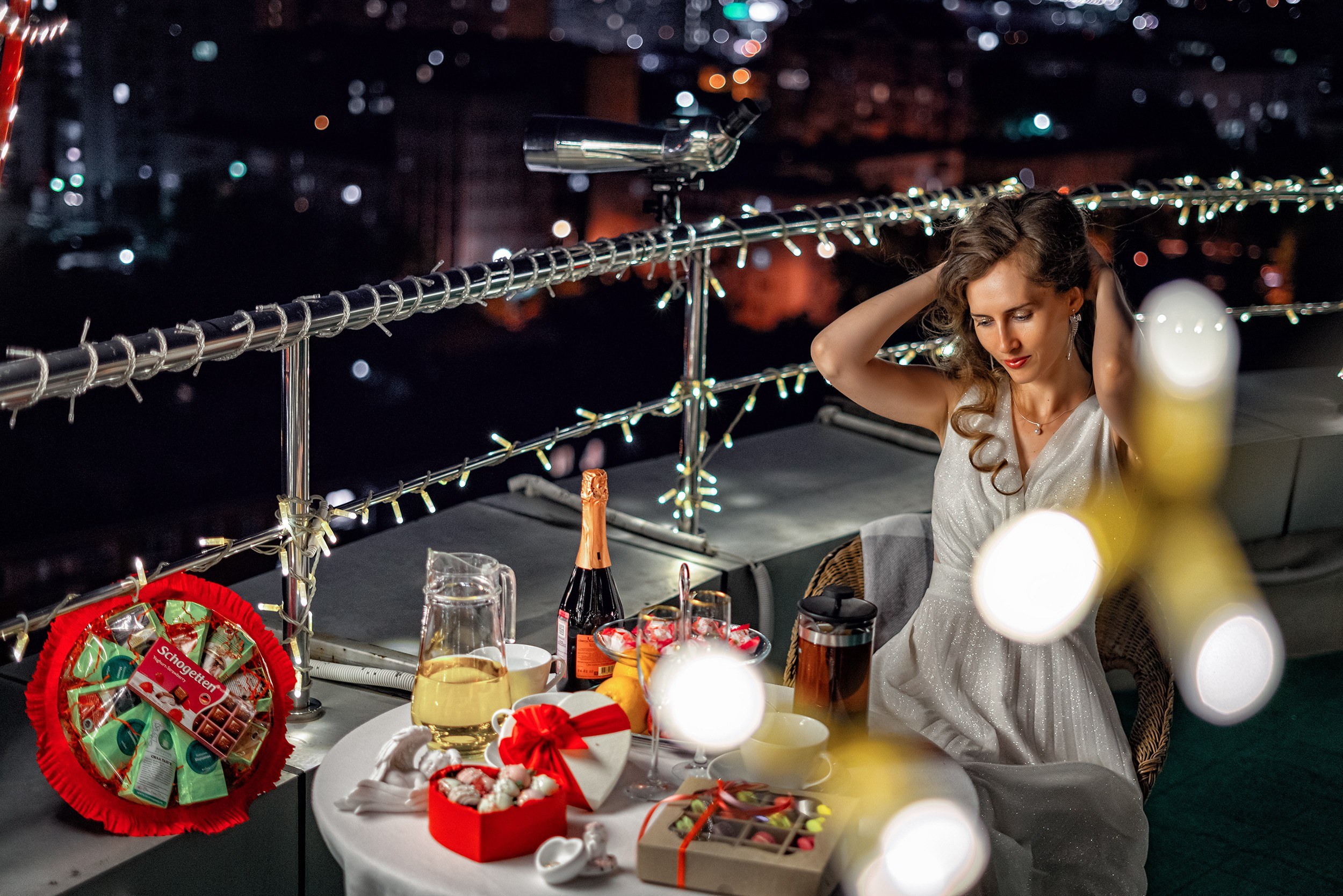 Предсвадебная фотосъемка, свидание на крыше