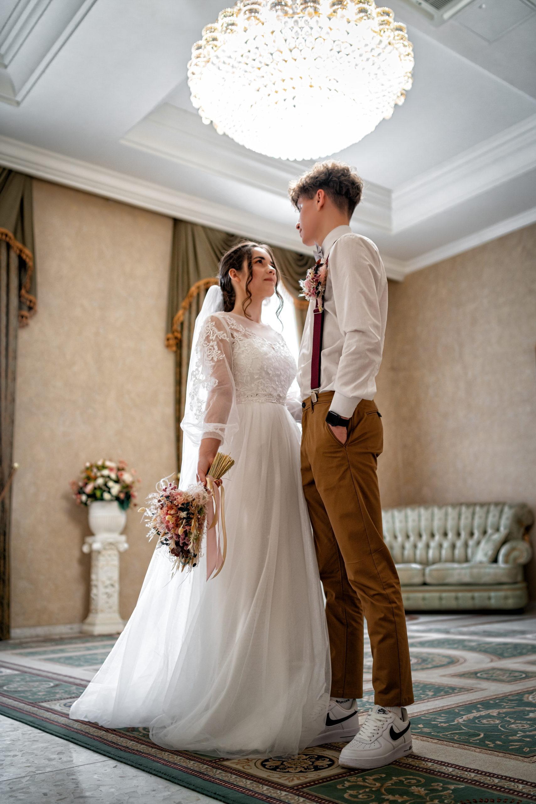 Комната жениха и невесты  - малый Хрустальный зал Екатерининского загса свадебные фото
