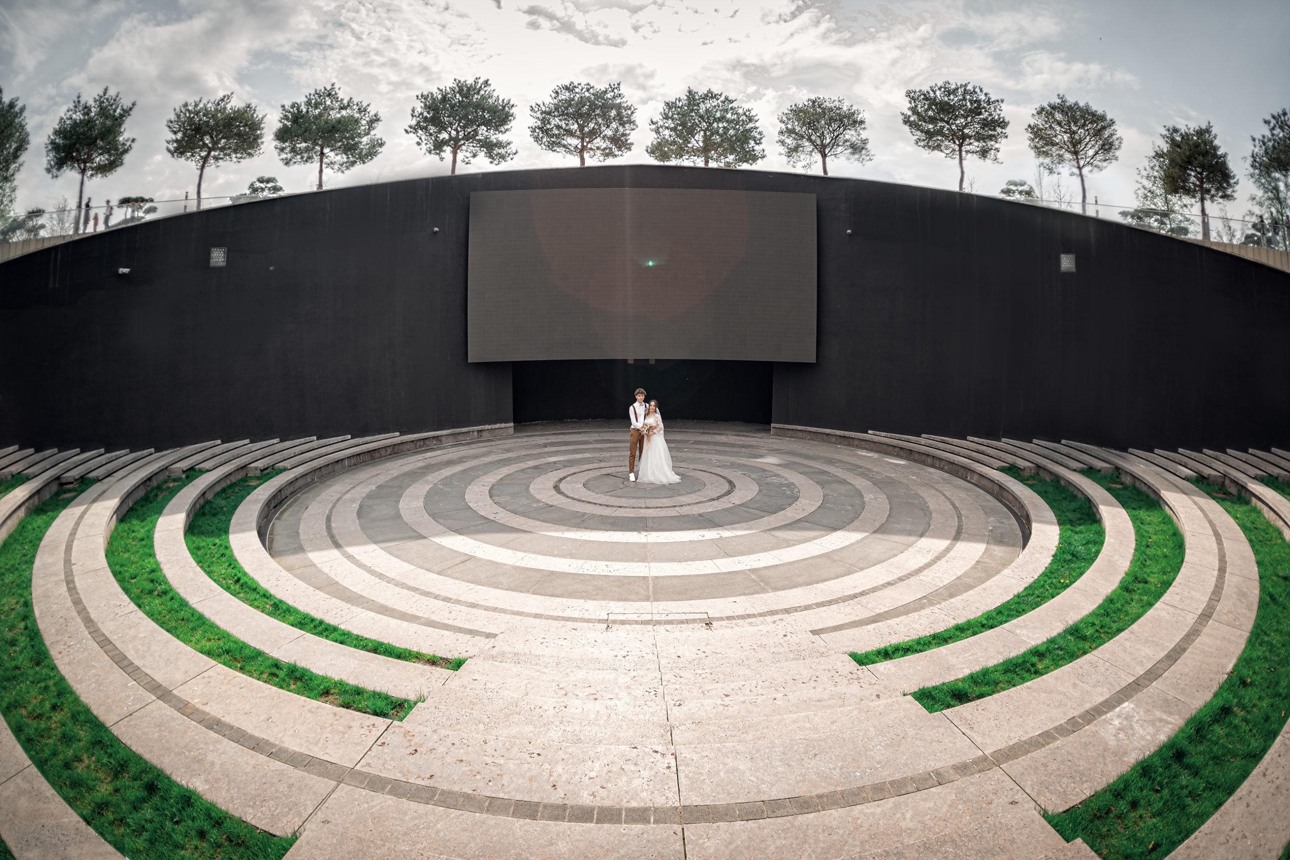 Парк Галицкого, свадебная фотосъемка от Краснодарского свадебного фотографа c прогулки молодых в парке ФК Краснодар