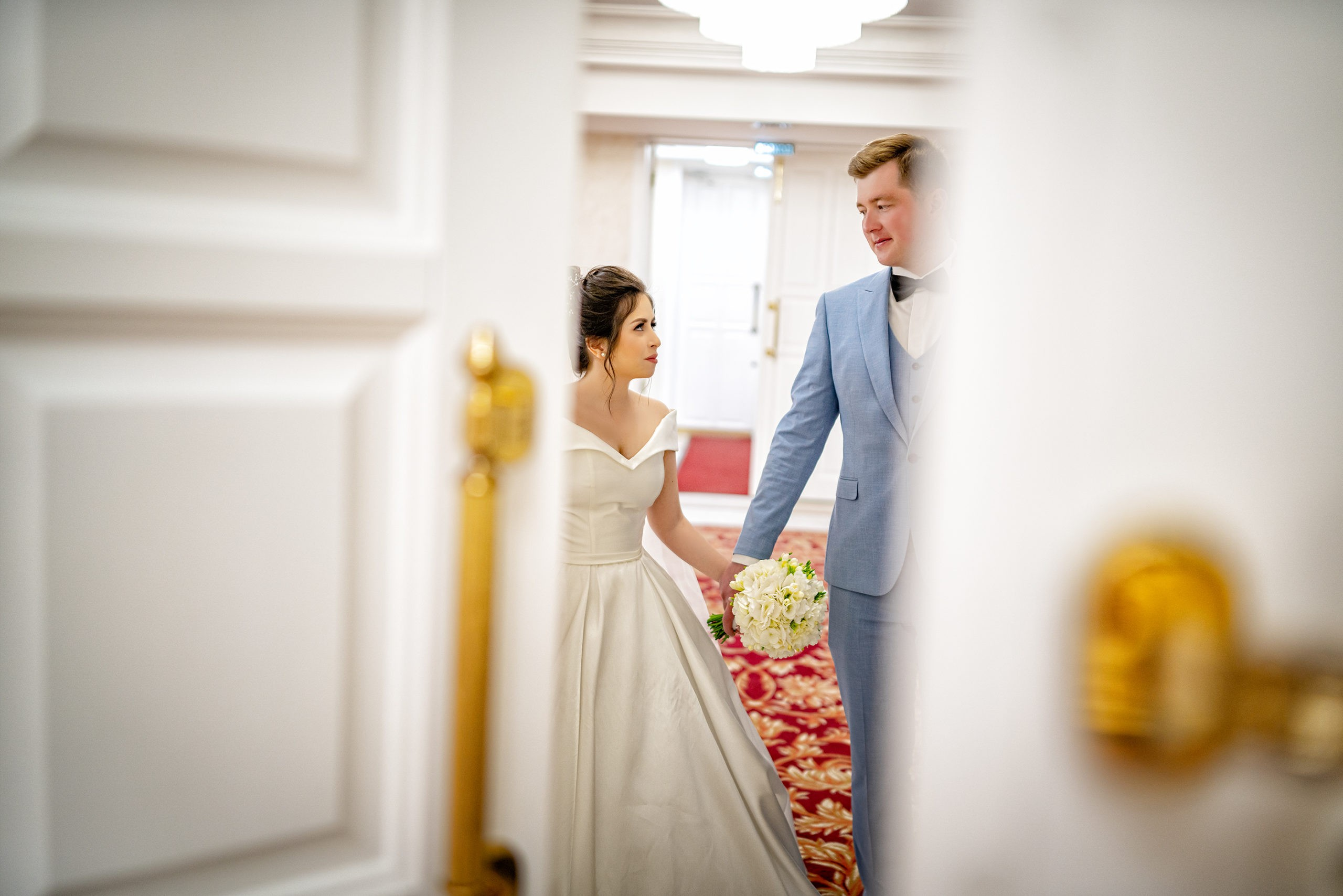 Cвадебная фотосъемка в ЗАГСе вход в Екатерининский Зал Краснодар большой зал от свадебного фотографа