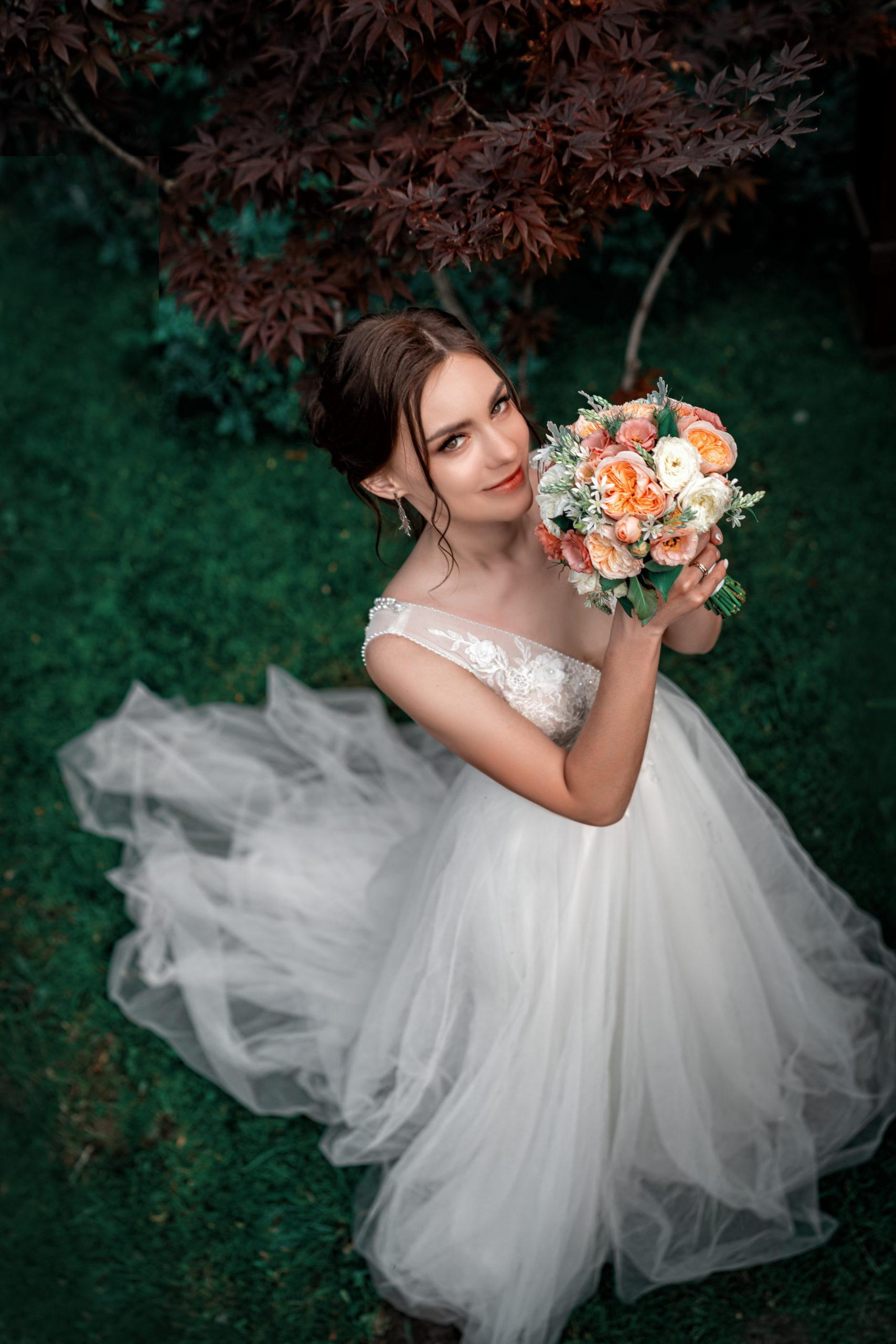 Вечерняя свадебная съёмка в локациях Райский берег от Краснодарского свадебного фотографа