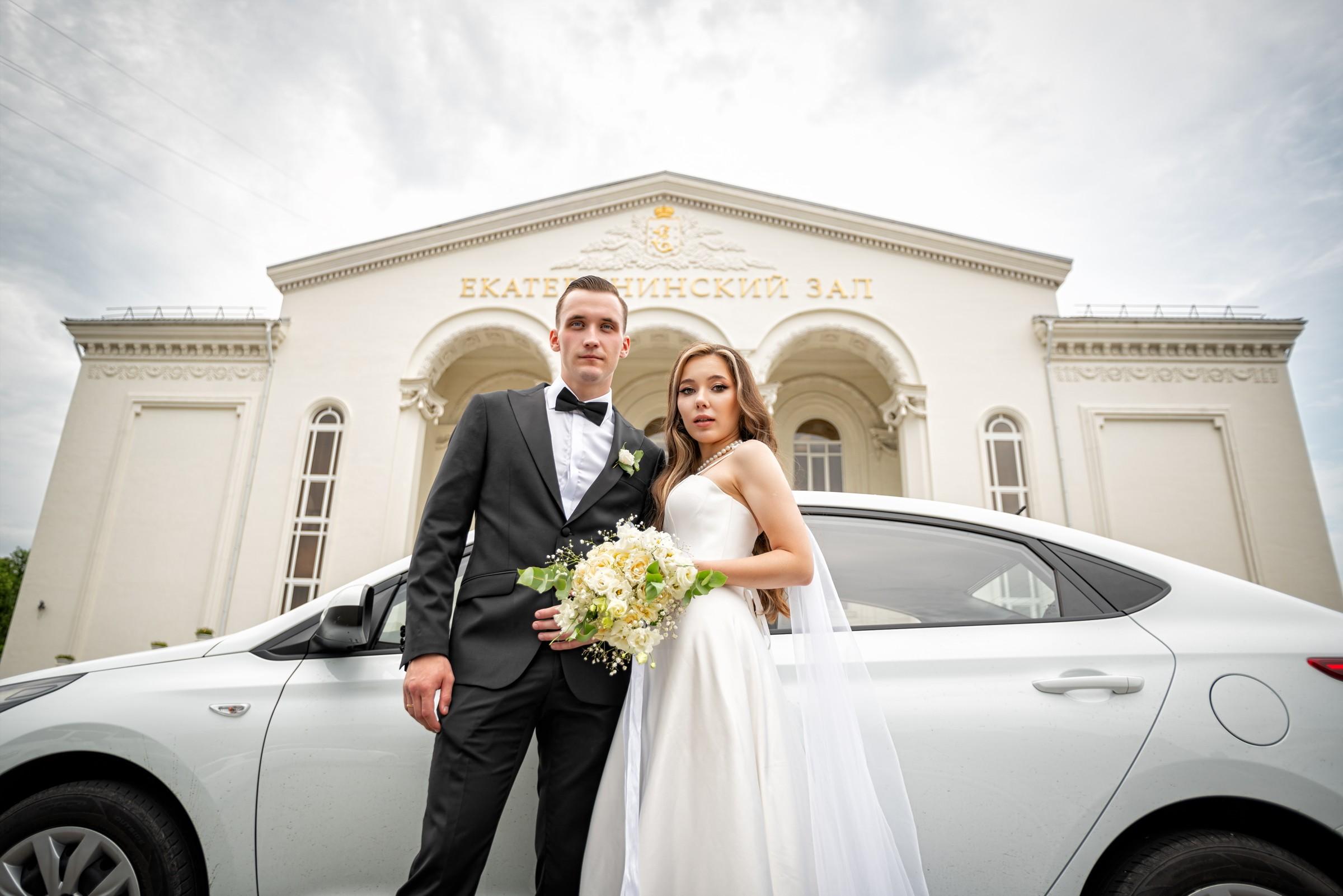 Свадебная фотосъемка в ЗАГСе Екатерининский Зал Краснодар от свадебного фотографа. Съемка перед ЗАГСом