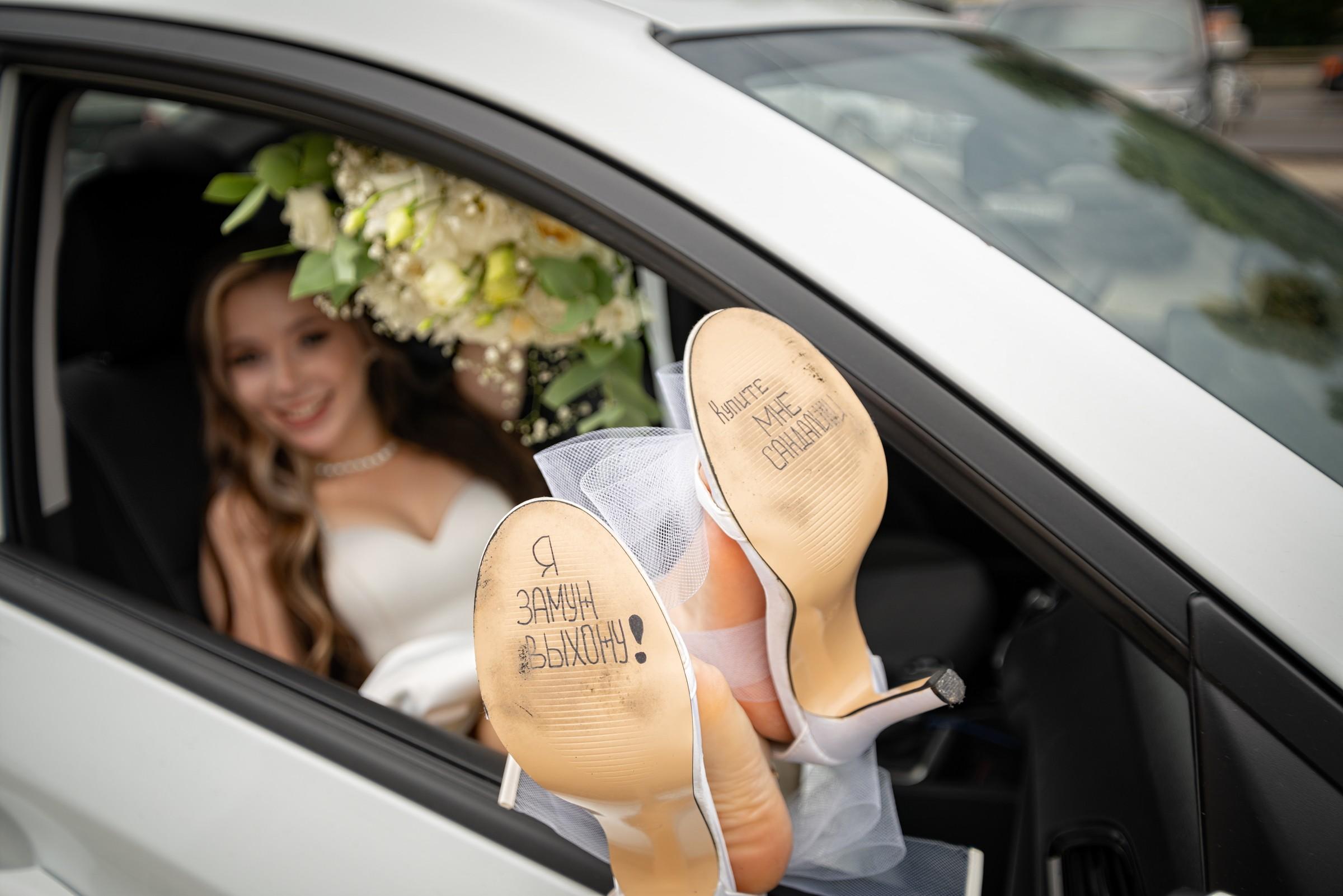 Свадебная фотосъемка в ЗАГСе Екатерининский Зал Краснодар от свадебного фотографа. Подъезд к ЗАГСу