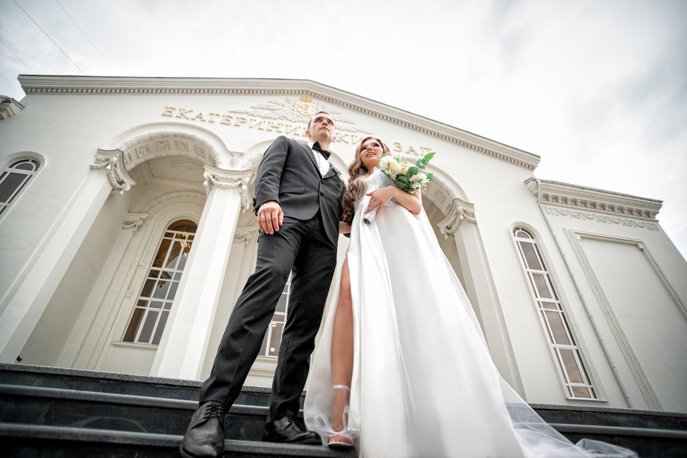 Свадебная фотосъемка в ЗАГСе Екатерининский Зал Краснодар от свадебного фотографа. Фасад ЗАГСа