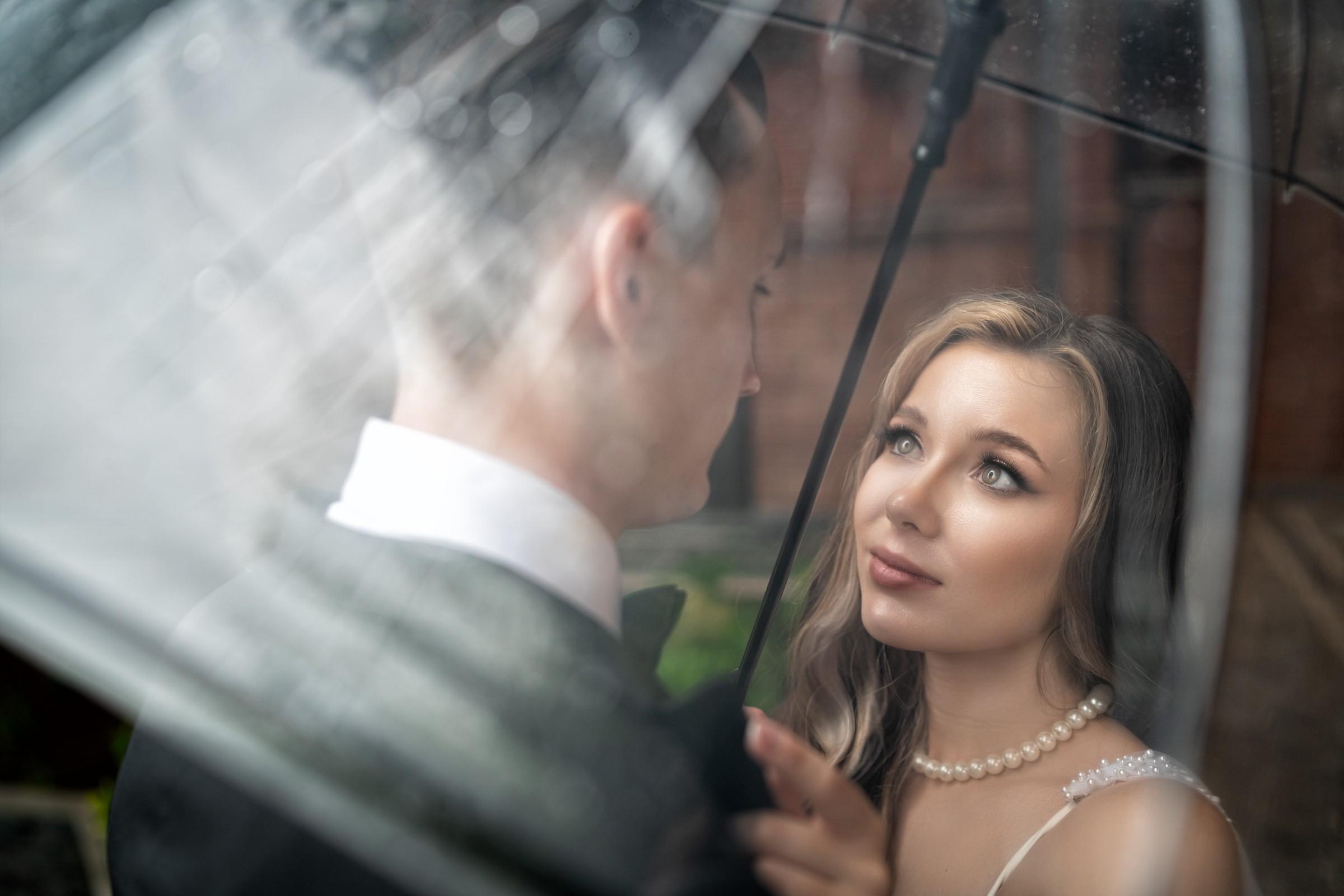 Под зонтом. Свадебная фотосъемка в Краснодаре от свадебного фотографа